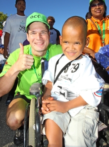 Thumbs up! TV celebrity actor Heino Schmitt (who plays the character Altus in 7de Laan) had spectators clamouring for autographs as he pushed Jarobeam Meyer Optima Special Day Care centre in George, in the 5km fun event, as part of the Outeniqua Wheelchair Challenge (OCC) which took place in George on Saturday.