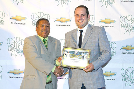 Christiaan Jonker, who represented the Chevrolet Warriors, received a Special Merit Award from Councillor Jurie Harmse, member of the Executive Mayoral Committee of the Oudtshoorn Municipality.