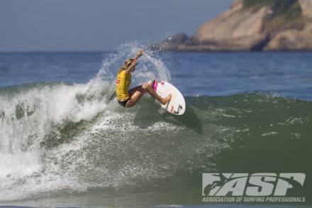 Bianca Buitendag (George) carves off the top of a wave at Barra de Tijuca on the way to her career best third place finish in the Colgate Plax Girls Rio Pro on Saturday Photo: ASP / Kirstin