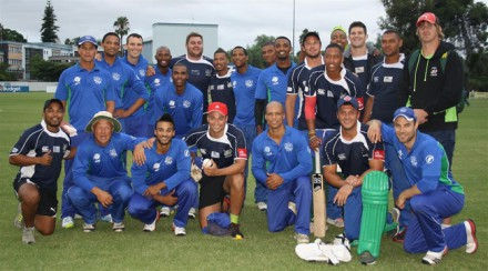 A combined photo of the SWD Cricket and SWD Eagles rugby teams after the inaugural Canon Clash of the Clans Friendship trophy match that was played at the REC Ground in Oudtshoorn last week.