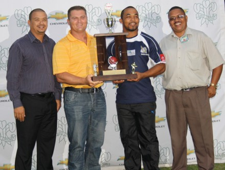 Deray Rhoode (2nd from right) receive the Canon Friendship Trophy from Marcell de Ridder (Regional Manager of Canon Southern Cape). On the left is Rudy Claassen (President SWD Cricket Board) and on the right is Hennie Baartman (President SWD Rugby Union)