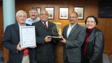From Left: Leon Van Wyk, Portfolio Councillor for Finance holding the 2012/13 Certificate of Achievement, Keith Jordaan, Chief Financial Officer for George Municipality and Iona Kritzinger, Portfolio Councillor for Community Services and member of the Finance Committee proudly look on as the Executive Mayor Charles Standers hands the official Clean Audit Trophy 2012/13 to the Municipal Manager, Mr Trevor Botha.