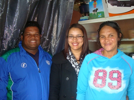 André du Plessis, SWD Academy Manager and High Performance Coach, together with Ms Anneline George (an educator at Kretzenhoop Primary School) with Ms Rita Amerika, a family member of one of the four families who lost all their belongings in a fire in Blanco about a month ago.