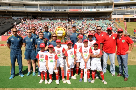 3.KFC Mini-Cricket kids, Proteas and ex Proteas getting ready to get Active at the KFC Mini-Cricket Kids vs Proteas season launch.