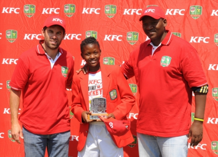 6.Neil McKenzie and Mfuneko Ngam, ex Proteas and coaches of the KFC Mini-Cricket teams, pose with player of the match Kgomotso Rapoo.