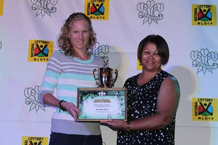 9.AnnemieKoen, (left) received the award for Women's Cricket Player of the season from Me Shireen Noble, Chairperson of Women's Cricket Committee.