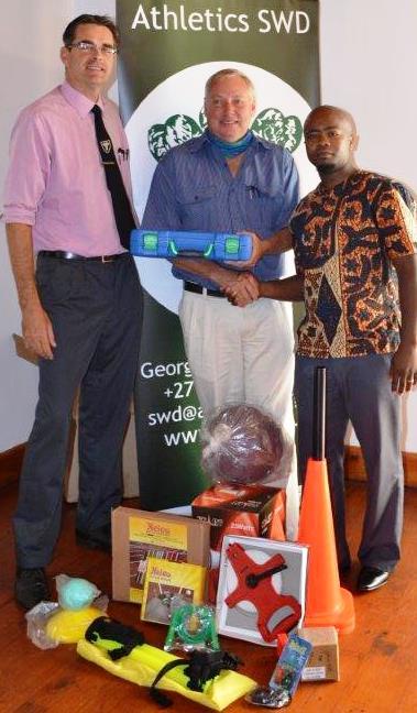 Wouter Pretorius (Hartenbos Drawwers) with Jean Neethling and Mandilakhe Matika (DCAS)