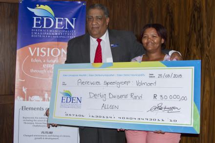 Mayor Van der Westhuizen hands over the cheque to Ms Elby from Pierewiet Creche