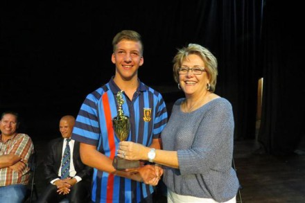 Cllr Iona Kritzinger hands a trophy to Janco Opperman for u/15 rugby. He is from Witteberg High School in Bethlehem.