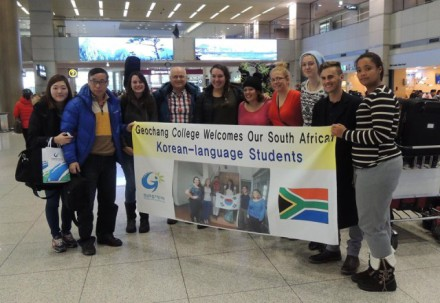 Welcoming the 1st student group at Seoul-Incheon International Airport are, from left: Admin Managers Oh Hye Jin and Prof Woo with students Montana Fenton, Prof Rob MacFie (Canadian), Tegan du Toit, Caitlin Charles, Heleen Sonnekus, Jo-Anne Dickason (all York High) and Gillian May (deputy head girl at Uniondale High).