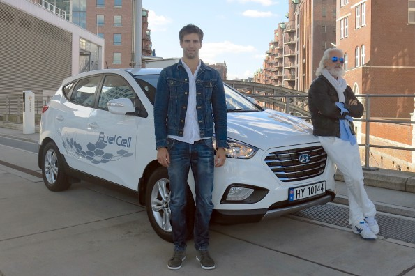 Arnt-Gøran Hartvig and Marius Bornstein at the zero-emission Hyundai ix35 Fuel Cell with which they travelled a record-breaking 2 383 km in 24 hours