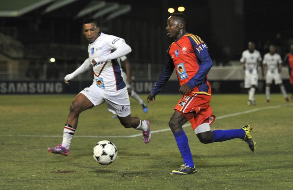 Madibaz forward Onela Beqezi (left) takes on TUT player Itumeleng Mogotsi during round five of the Varsity Football tournament. The team from NMMU will return to their home pitch in Port Elizabeth for round six on Thursday evening. Photo: Saspa