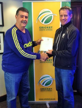 Anton Ferreira (left), the Coach and Education Manager at Cricket South Africa, handing-over the Level 4 Coaching certificate to Garry Hampson (SWD Cricket Coaching Manager) at the recent CSA Coaches Conference that was held at Irine in Pretoria