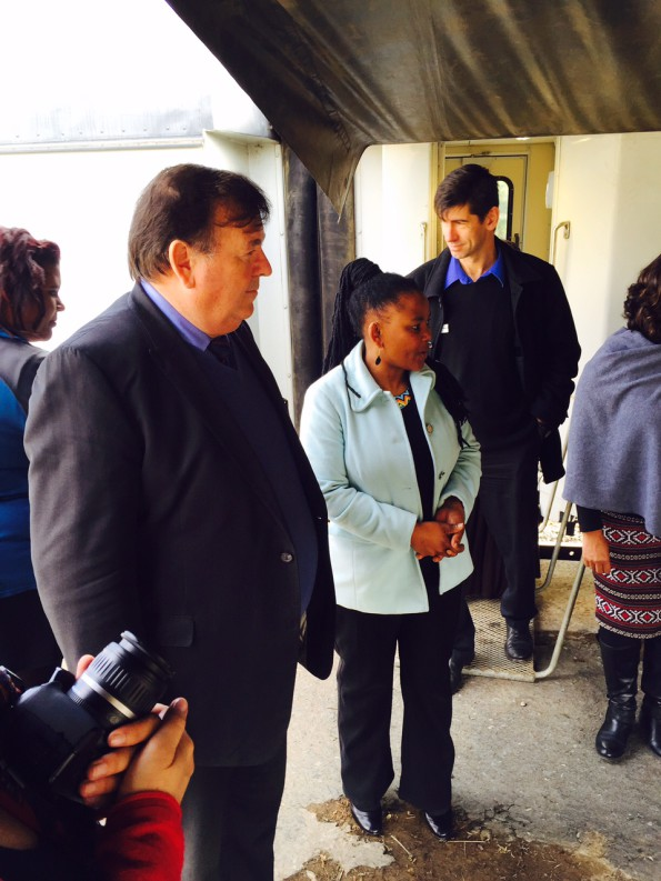 Minister Grant and Minister Mbombo at the Phelophepa Train in De Doorns