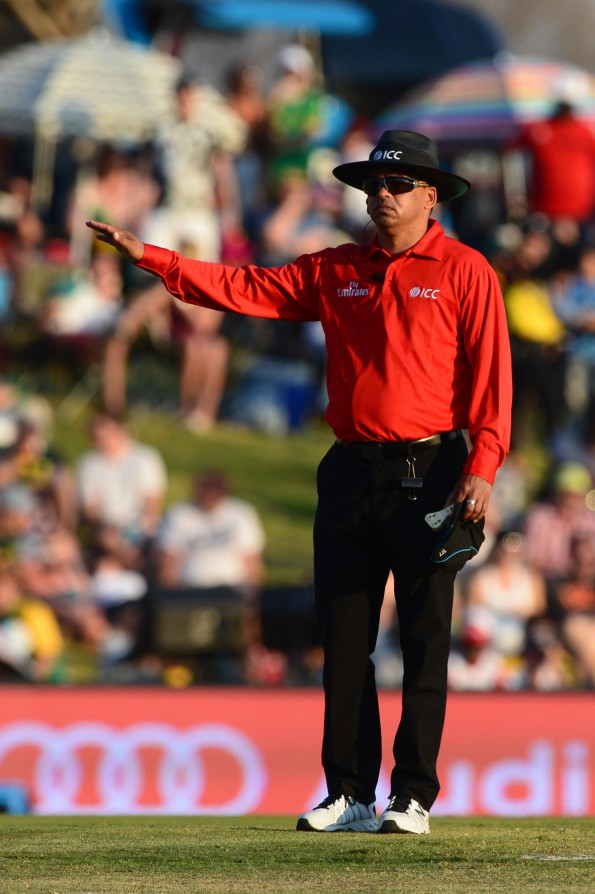 CENTURION, SOUTH AFRICA - AUGUST 16: Umpire Shaun George during the 2nd KFC T20 International match between South Africa and New Zealand at SuperSport Park on August 16, 2015 in Centurion, South Africa. (Photo by Lee Warren/Gallo Images)