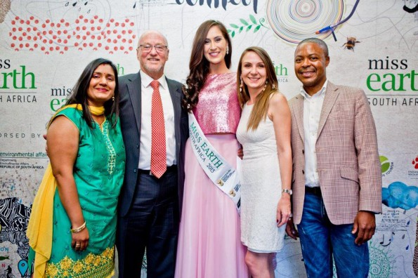 Fair Trade SA's Nivashnee Naidoo, Minister of Tourism, Derek Hanekom, Miss Earth 2015 Carla Viktor, Candy Tothill GM of Corporate Affairs Tsogo Sun and HR Director Vusi Dlamini from Tsogo Sun