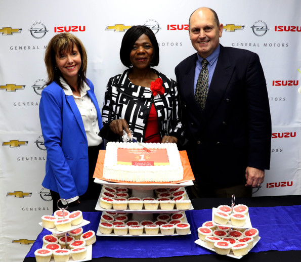 Public Protector, Advocate Thuli Madonsela (middle) cuts the GMSA Women's Council one year celebration cake. With her is GMSA managing director, Ian Nicholls and GM Africa communications manager, Denise van Huyssteen. Picture: Quickpic