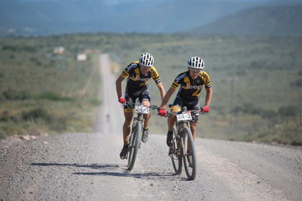 Thinus Redlinghuys (left) and Dylan Rebello of Team Jeep on their way to second place on Stage 6 of the Cape Pioneer Trek from Calitzdorp to Oudtshoorn, South Africa.  Photo credit: Zoon Cronje/Nikon
