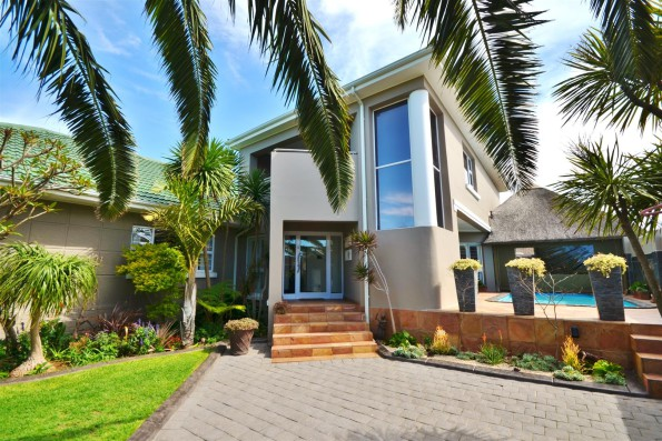 Summerstrand PE R4.3m: This stylish three bedroom, two bathroom home in Summerstrand in Port Elizabeth affords warmth and light to an extensive entertainment and interactive family environment. Well maintained and with good security, it is marketed by Pam Golding Properties at R4.3 million