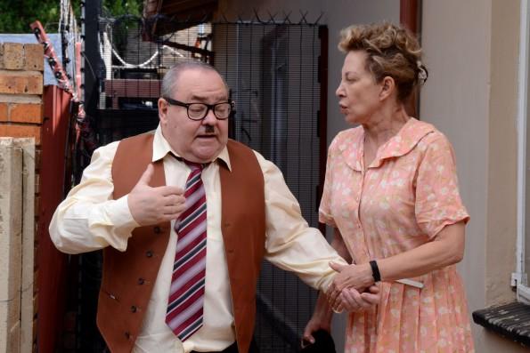 'Basil' (Willie Esterhuizen) en 'Gissie Bonthuis' (Brumilda van Rensburg) kort voor die groot geveg.  Foto: Eunice Bauermeester