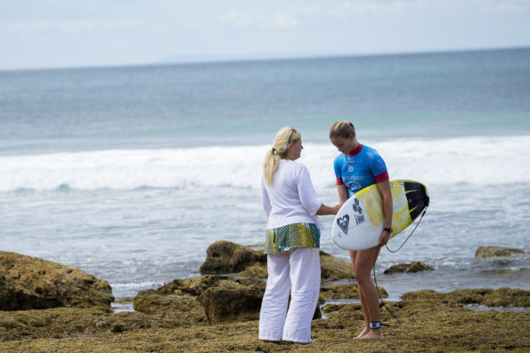 Bianca, consoled by her mum after losing in round four. Photo: WSL