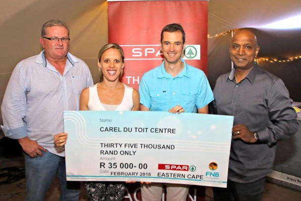 The Carel du Toit Centre received a donation of R35 000 from the proceeds of the SPAR Charity Golf Day. Handing over the cheque to Paula and Simon Kumm were SPAR EC marketing director Abri Swart (far left) and SPAR EC managing director Conrad Isaac (far right). Photo: Leon Hugo