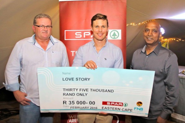 Love Story received a donation of R35 000 from the proceeds of the SPAR Charity Golf Day. Handing over the cheque to Ryan le Roux were SPAR EC marketing director Abri Swart (left) and SPAR EC managing director Conrad Isaac (right). Photo: Leon Hugo