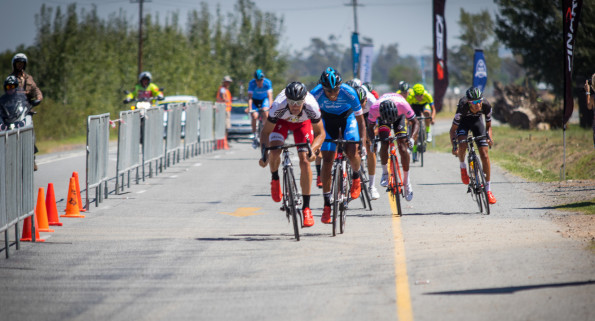 Telkom's Reynard Butler (second from left) beat New Zealand's Sam Gaze (left) in a photo finish on stage four of the Bestmed Tour of Good Hope at La Paris Estate in Paarl today. Photo: Warren Elsom/Capcha