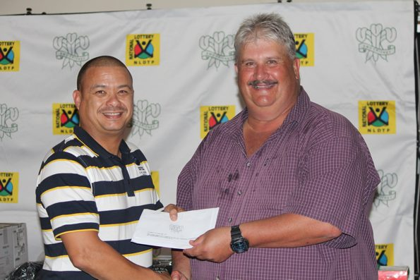Johan Cornelissen who won the prize – two tickets to a Limited over international between the Proteas and Australia at Newlands – for the closest drive to the pin receive his prize from Rudy Claassen (President SWD Cricket)