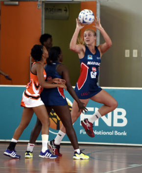 SPAR Madibaz player Bianca Blom makes a move in their Varsity Netball clash against UJ on Monday. Photo: Saspa