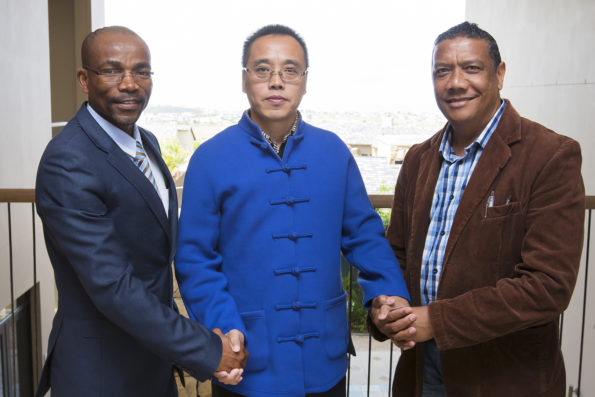An extended group of Chinese delegates plan to return to the Eden district during 2017. With Dr Hongbin Cheng (middle), is Councillor Memory Booysen, Eden DM Executive Mayor (left) and Councillor Melvin Naik, George Executive Mayor (right)
